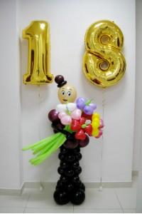 Мужчина с цветами №2 и фольгированными цифрами