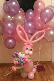 Облако из 25 шаров и зайка с цветами