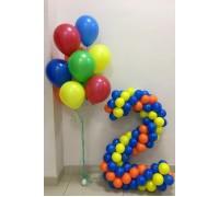 Цифра 2  с фонтаном из разноцветных шаров