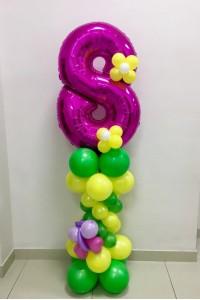 Цифра 8 на стойке из шаров